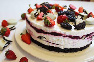 Oreo torta sa šumskim voćem