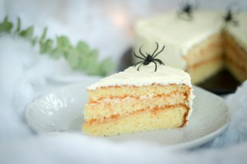 Halloween bijela Sacher torta