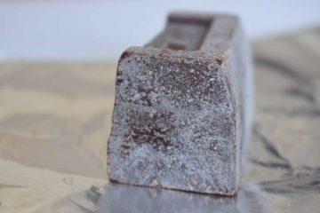 Bijeli trag na površini čokolada – posljedica nepravilnog skladištenja