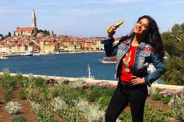 Salma Hayek držeći u ruci čokoladnog zeca poslala uskršnju čestitku iz Hrvatske
