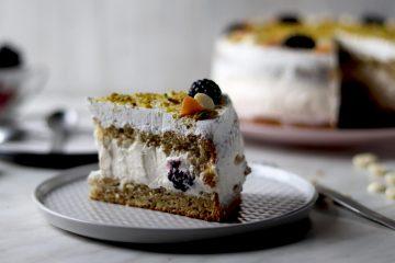 Torta s pistacijom i kupinama