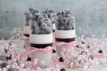 Desert u čaši s borovnicama
