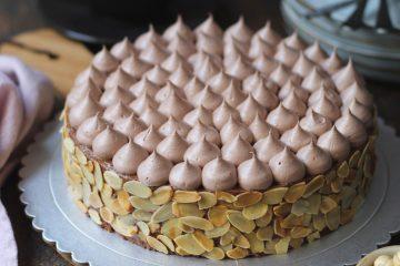 Bogata čokoladna torta kao stvorena za nedjeljni desert