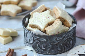 Cimet zvjezdice s bijelom čokoladom donijet će svečanu atmosferu u vaš dom