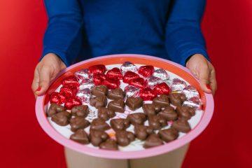 Nezaobilazni dar za Valentinovo: otkrivamo kada su se pojavile bombonijere u obliku srca