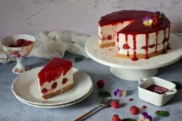 U samo pola sata pripremite savršeni nedjeljni desert: jogurt tortu s malinama koju ćete obožavati