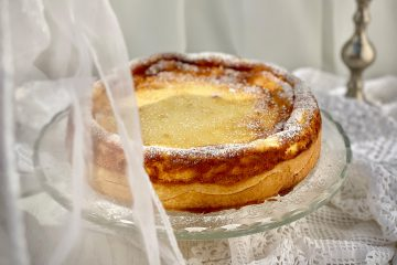 Pripremite njemačku tortu od sira: evo i tajne kako da vam nadjev ne popuca